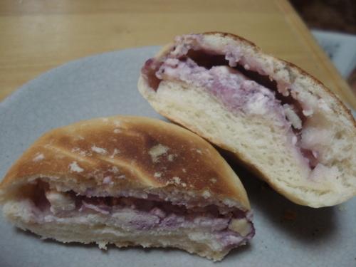 ブルーベリクリームチーズのパン